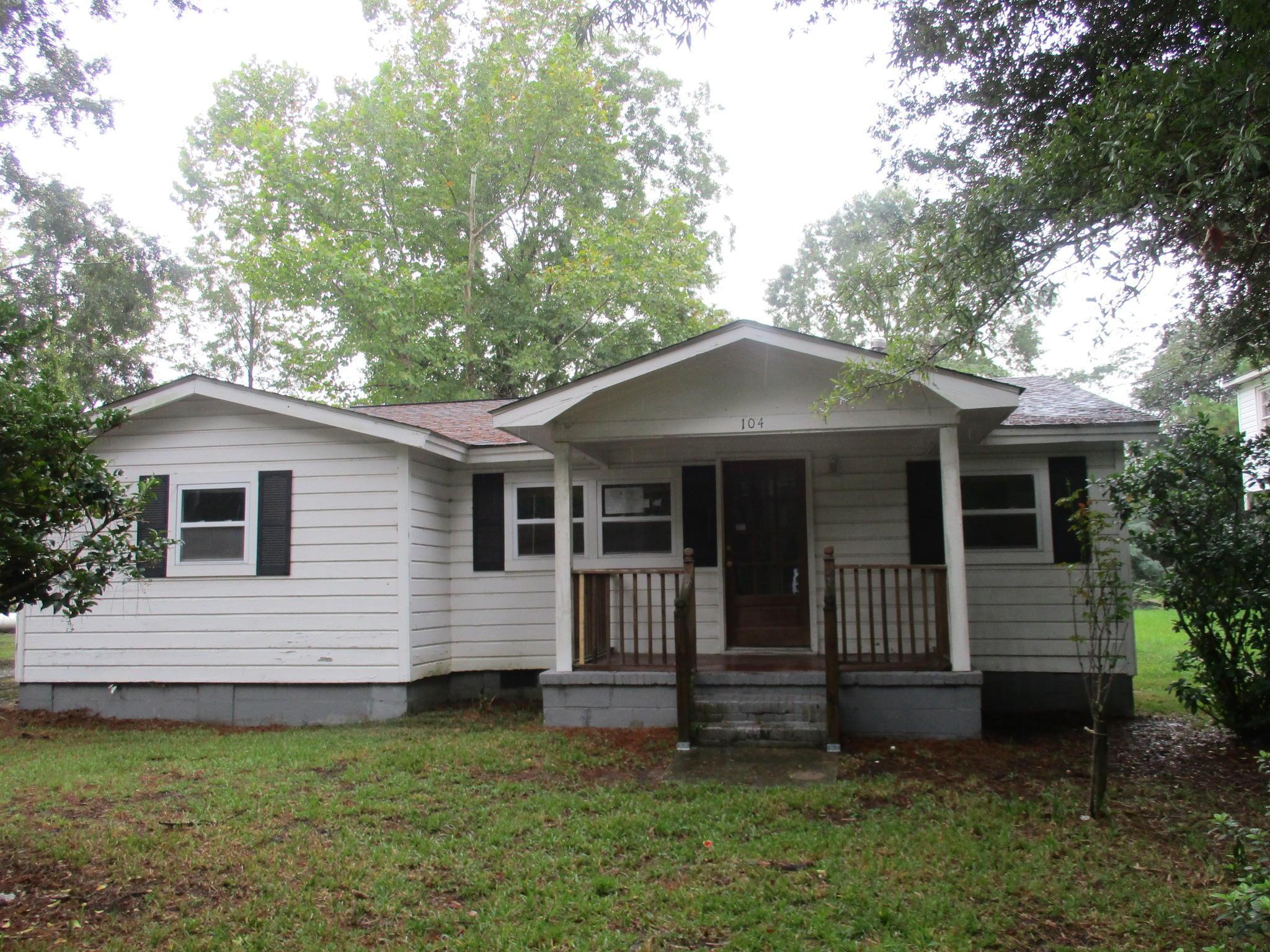 104 County Rd S-18-580 Summerville, SC 29483