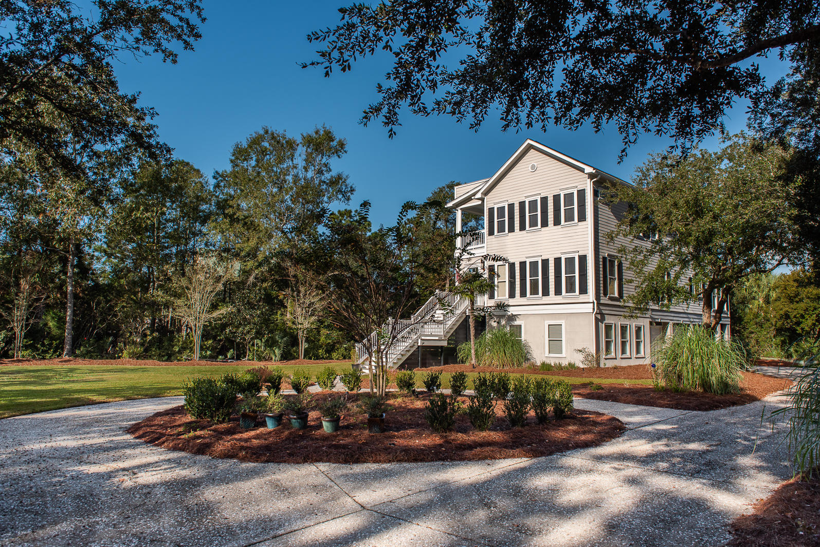310 Commonwealth Road Mount Pleasant, SC 29466