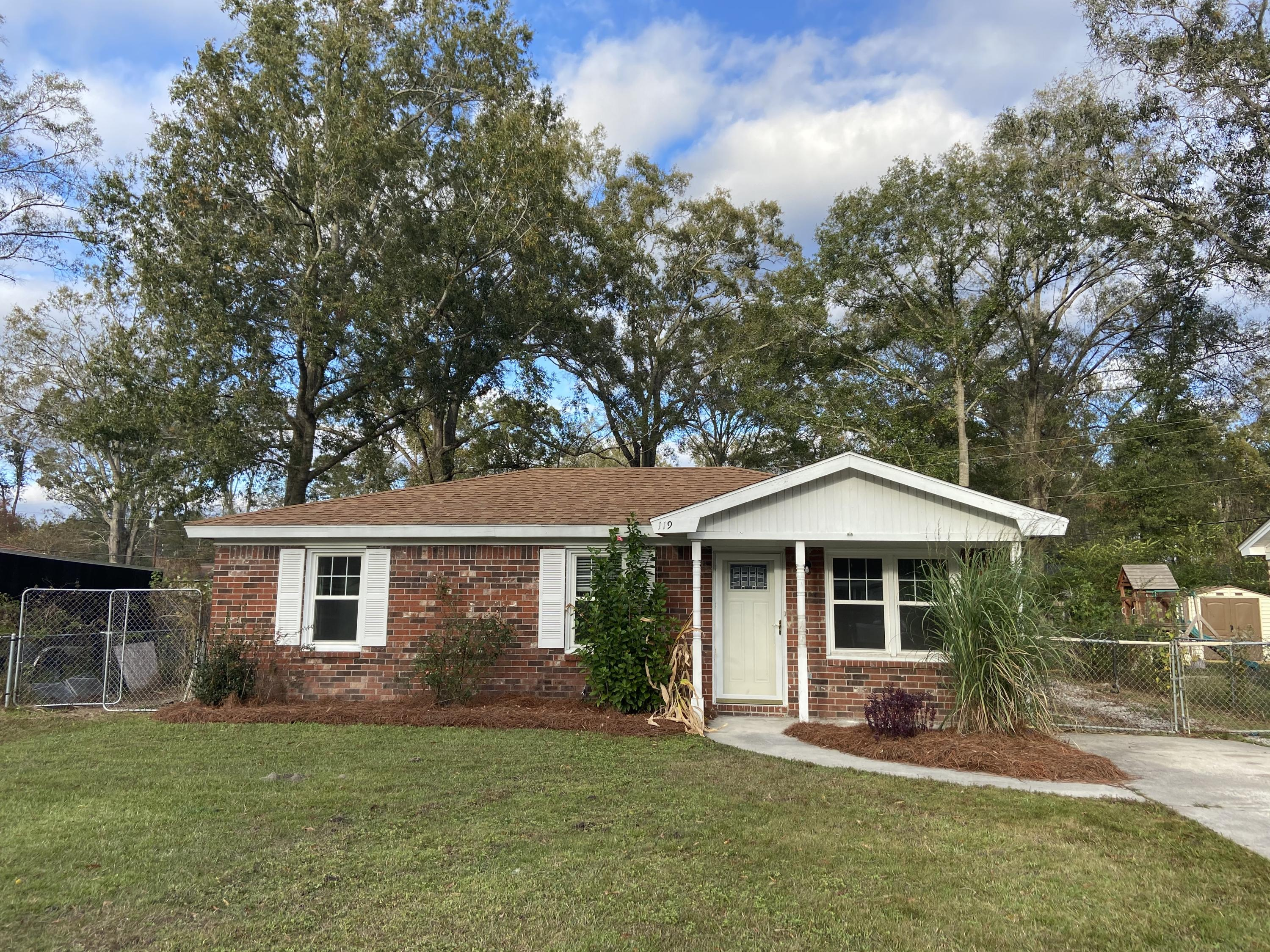 119 Dorchester Manor Boulevard North Charleston, SC 29420