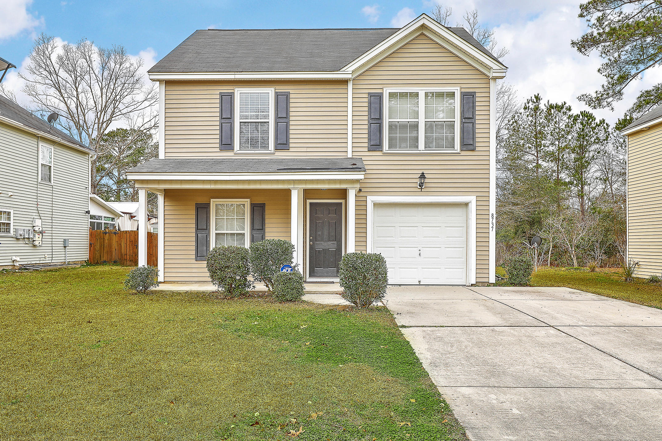 8737 Red Oak Drive North Charleston, SC 29406