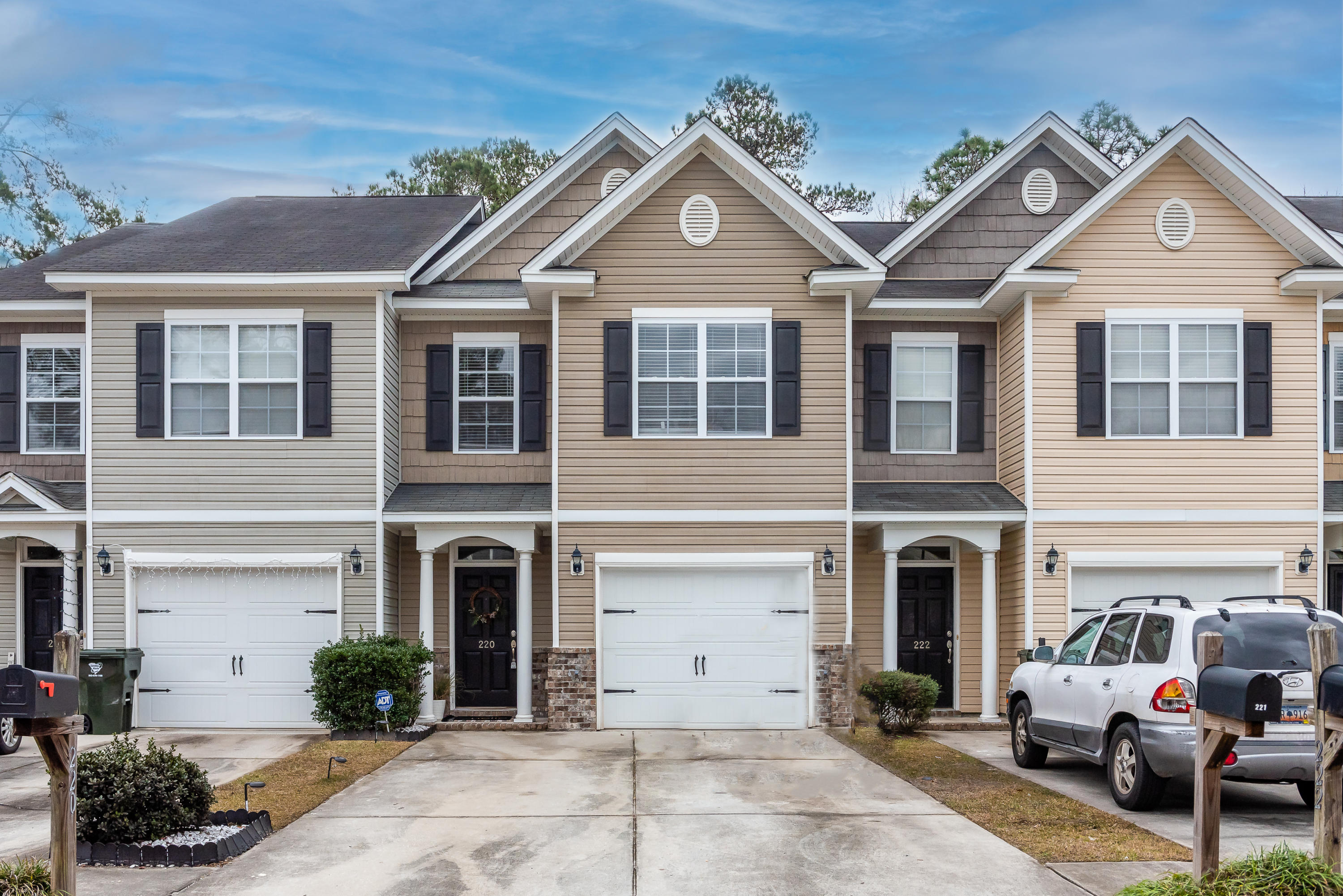 220 S Lamplighter Lane Summerville, SC 29486
