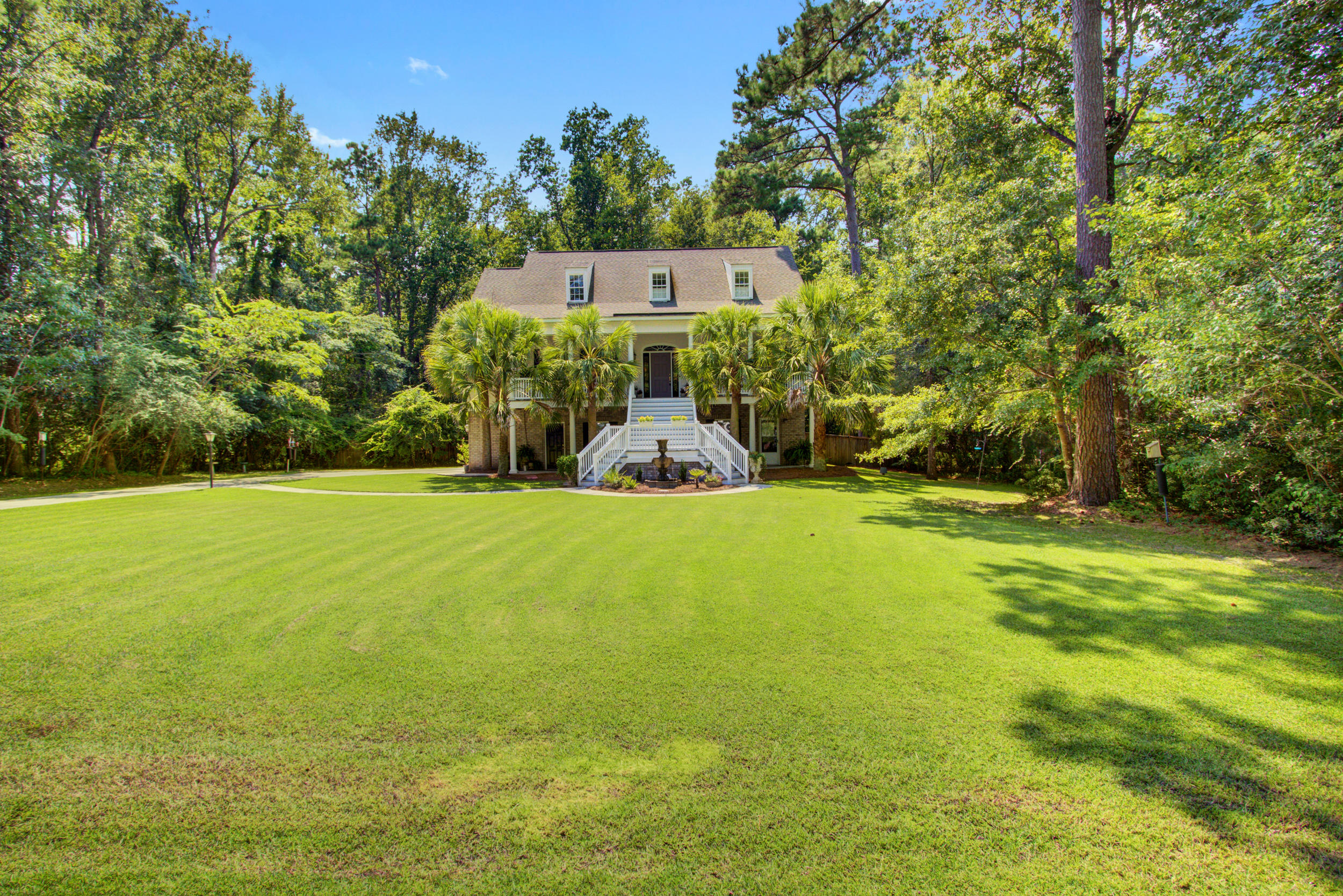 208 Huntington Road Summerville, SC 29483