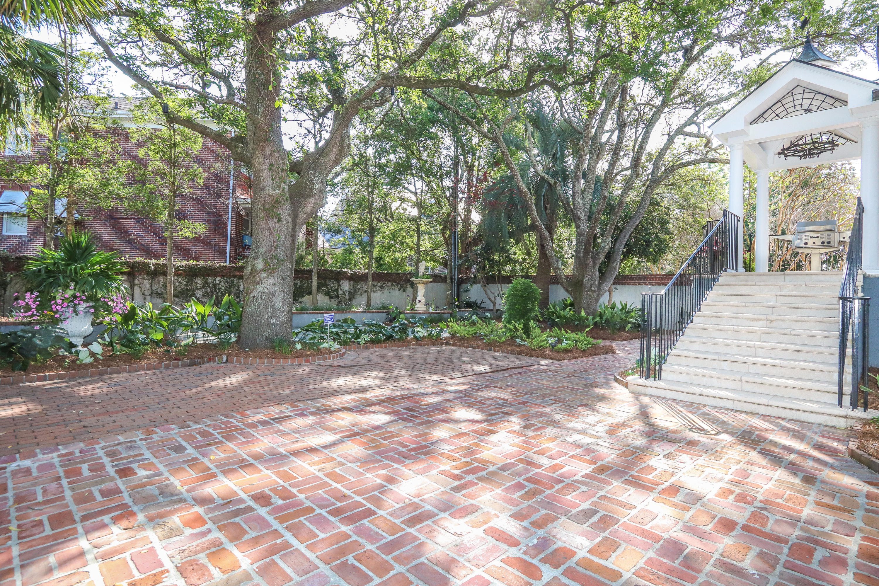 South of Broad Homes For Sale - 104 Murray, Charleston, SC - 18