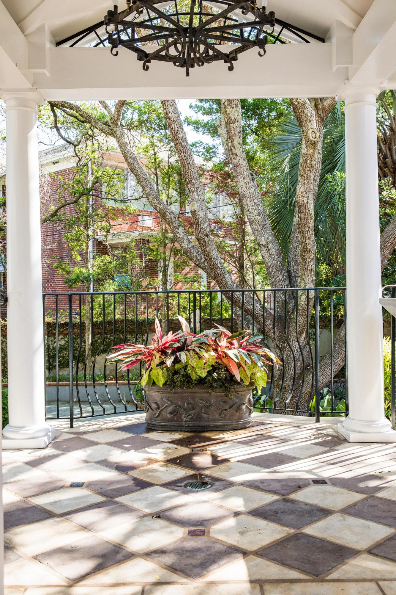 South of Broad Homes For Sale - 104 Murray, Charleston, SC - 4