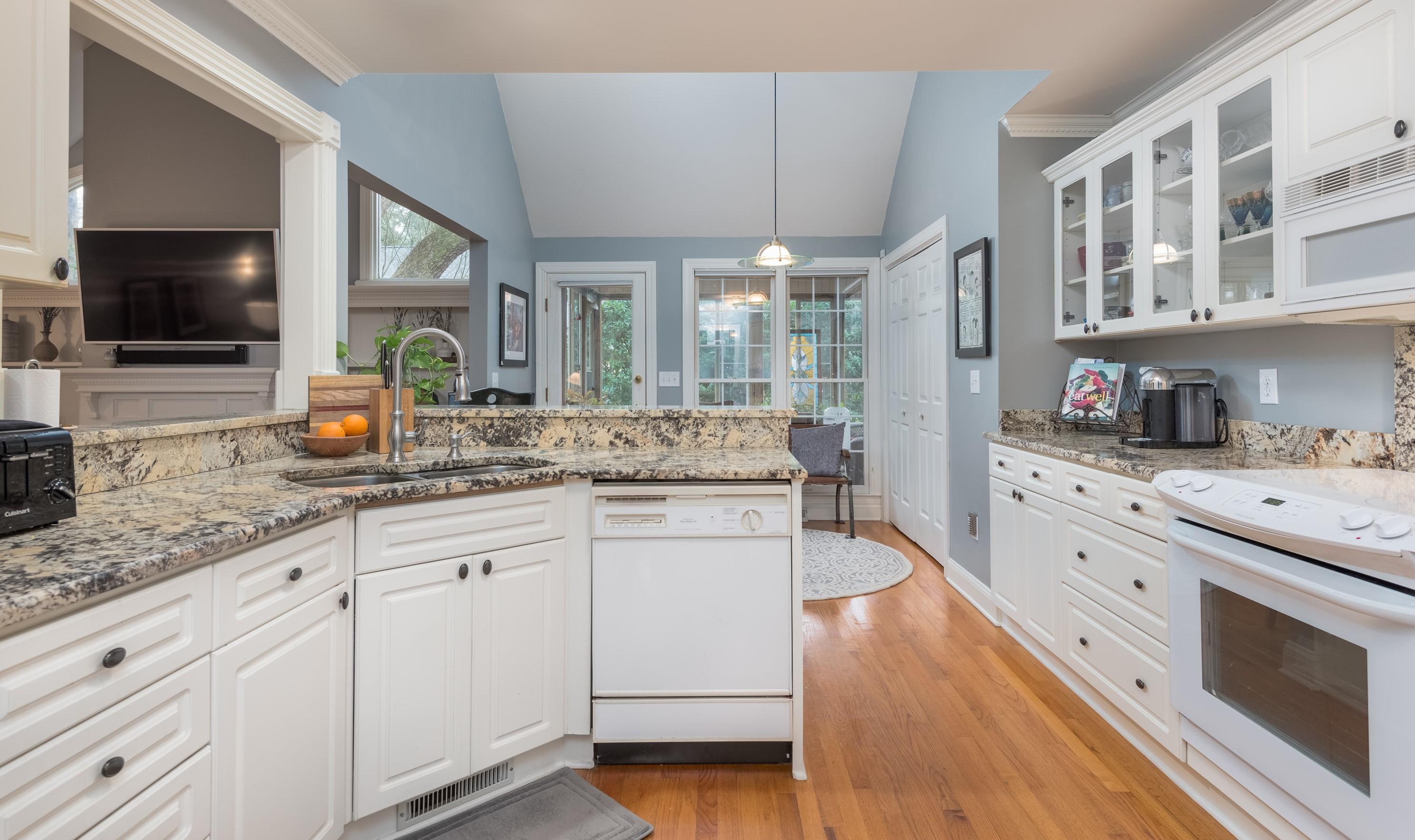 Lakeshore Homes For Sale - 1384 Southlake, Mount Pleasant, SC - 13
