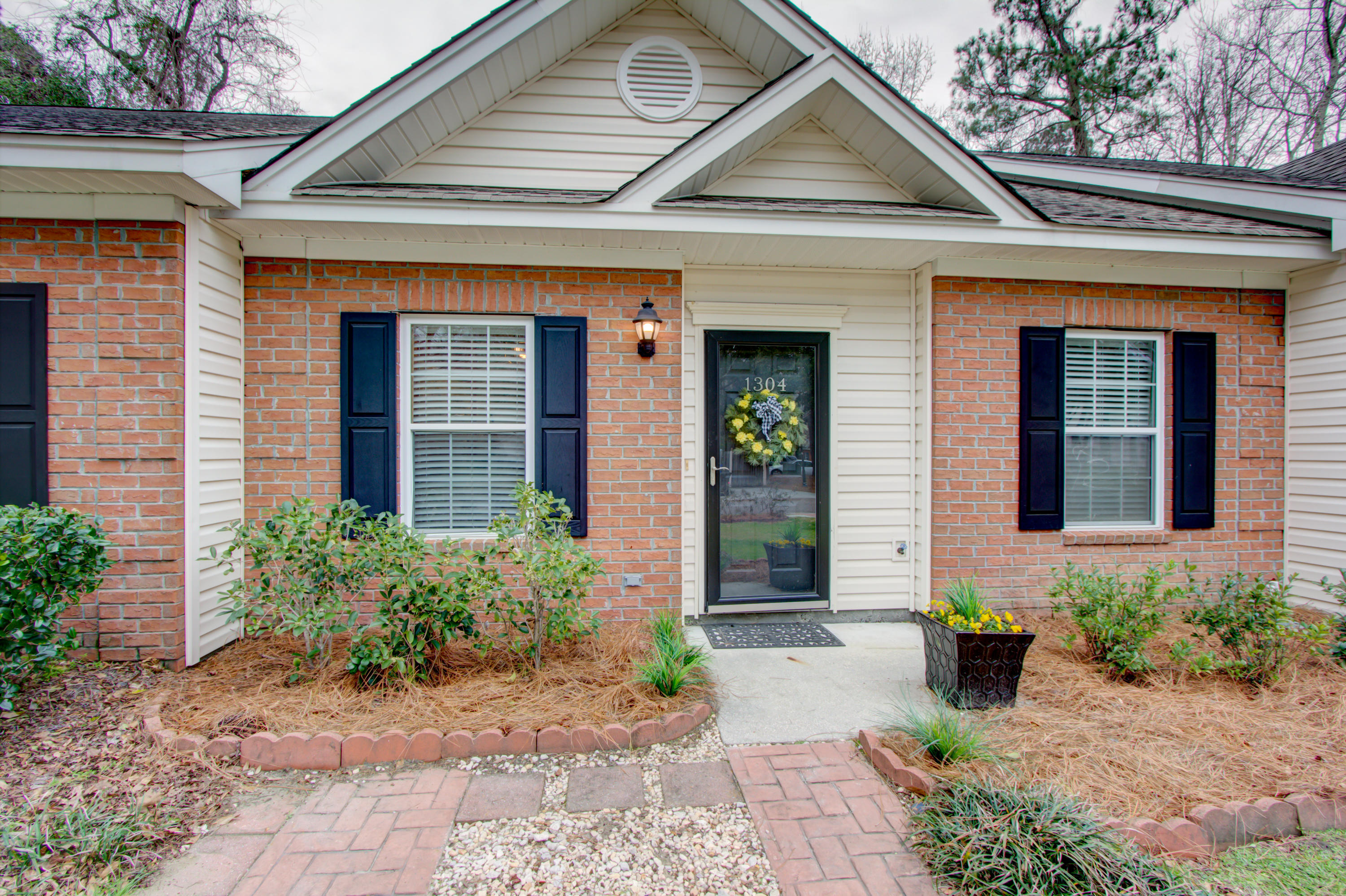1304 Old Tabby Lane Mount Pleasant, SC 29464