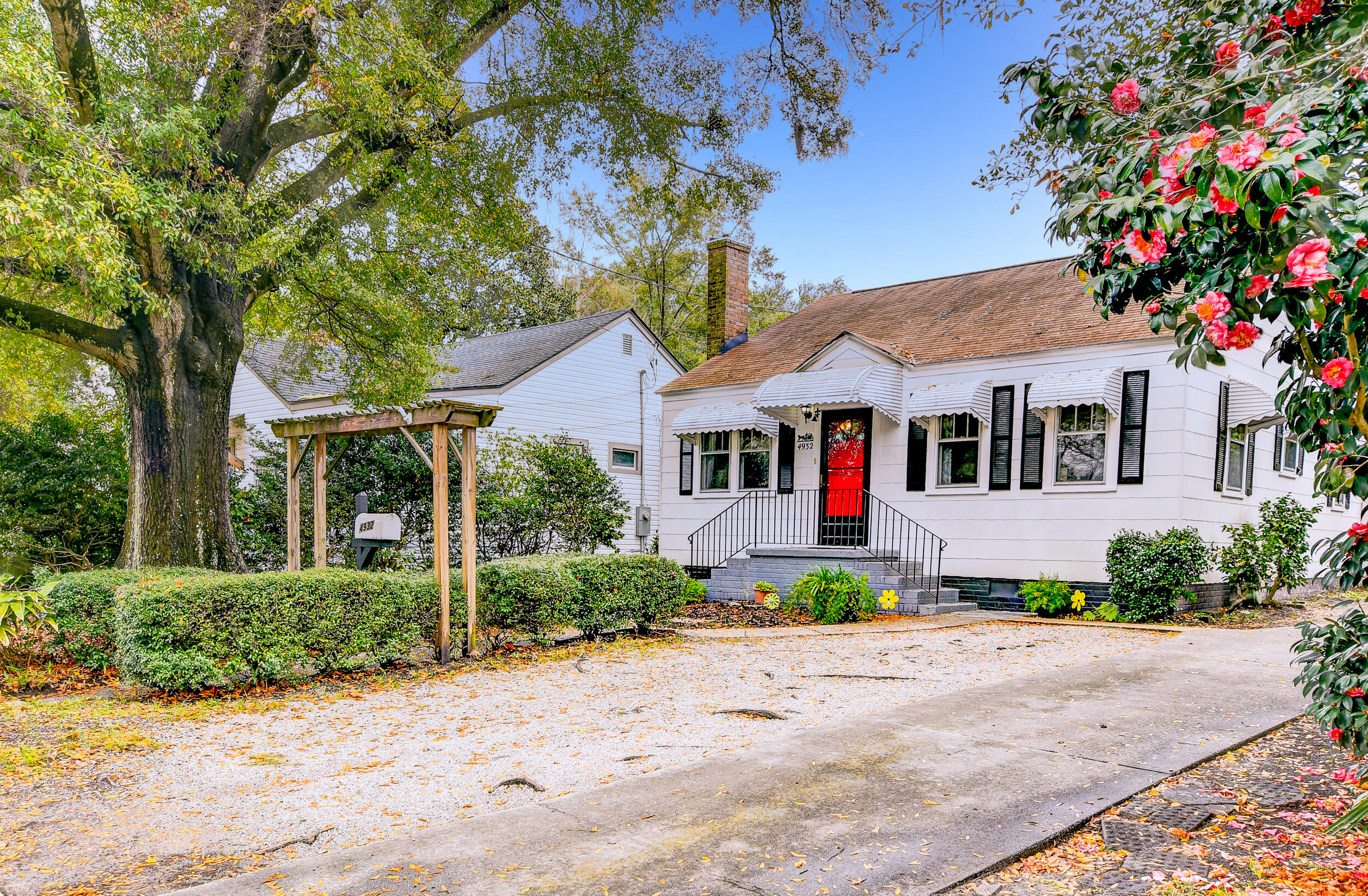 4932 N Rhett Avenue North Charleston, SC 29405