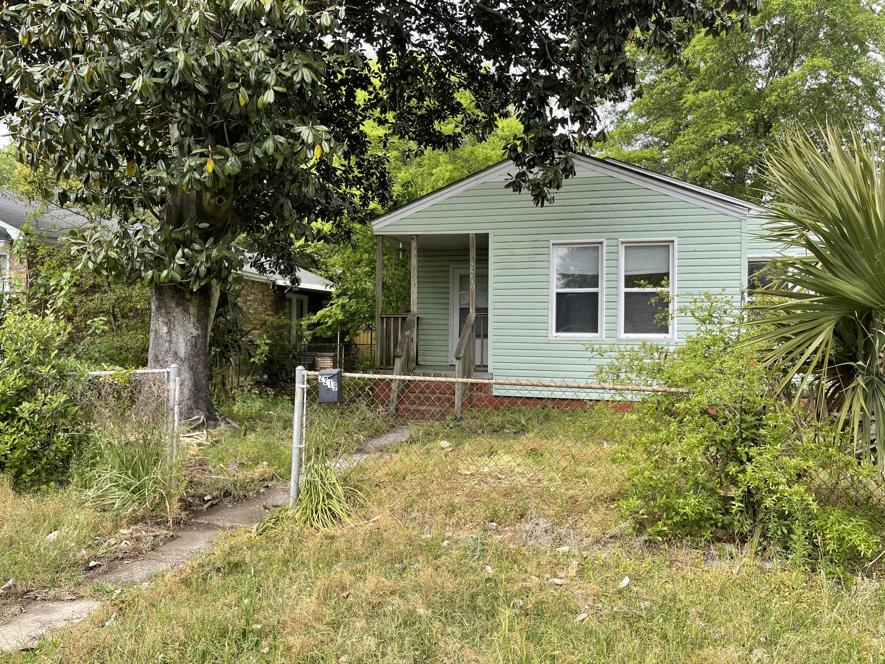 2219 Suffolk Street North Charleston, SC 29405