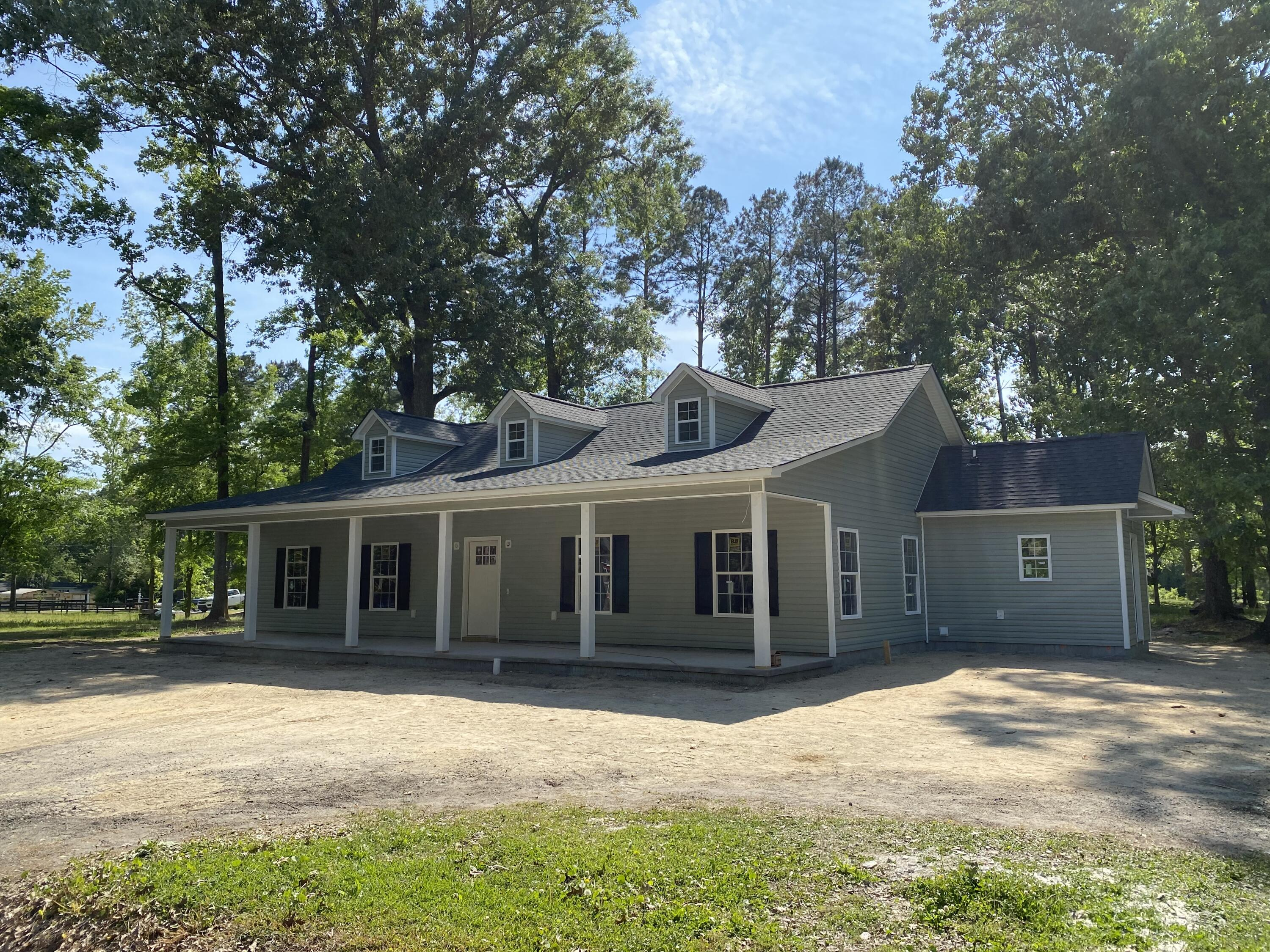 527 Summerset Lane Summerville, SC 29483