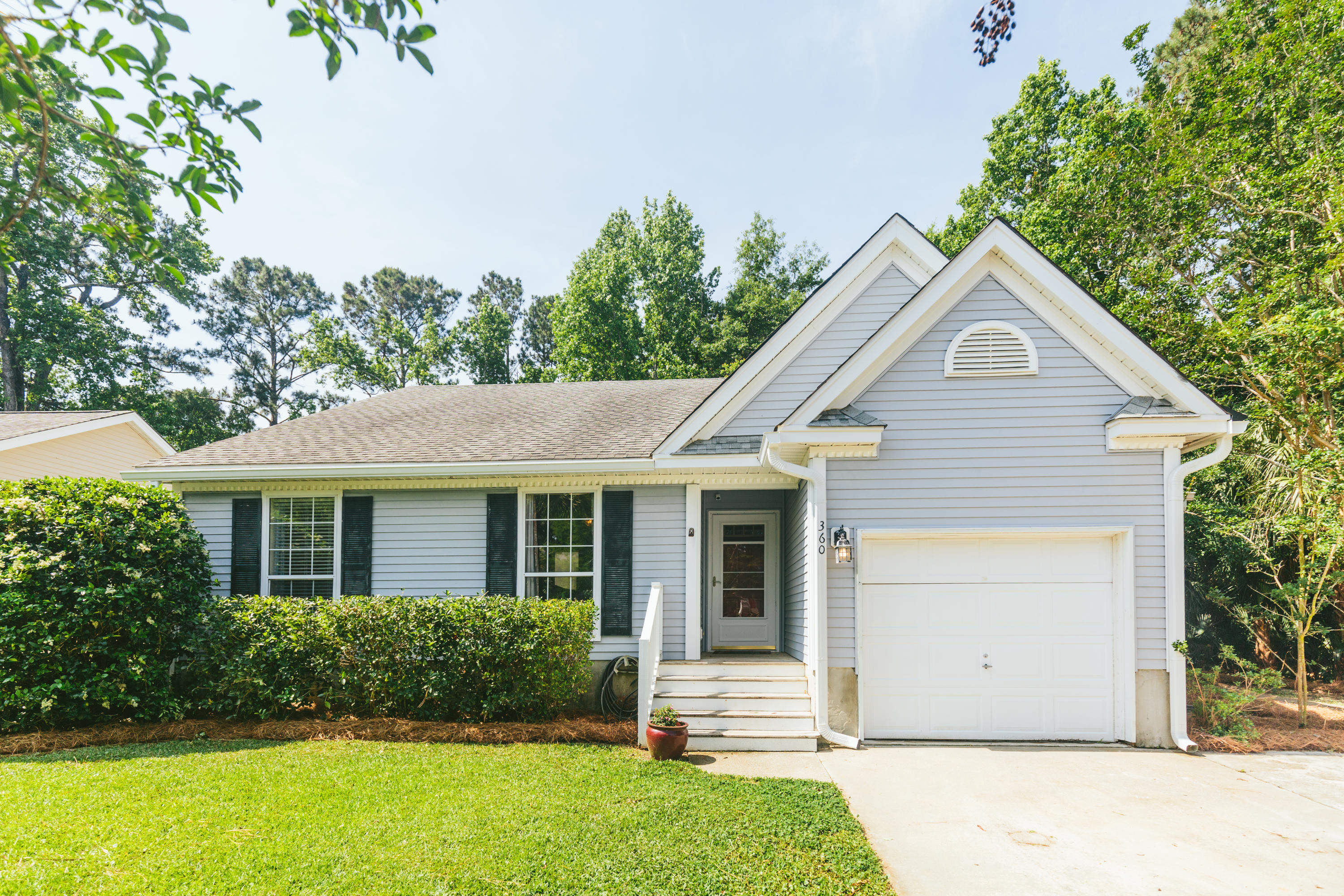 360 Kingston Lane Mount Pleasant, SC 29464