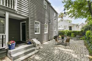 8 Carrere Court charming courtyard and outdoor space