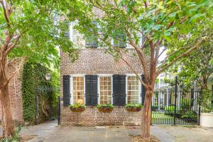 38 Chalmers Street, Charleston, SC 29401