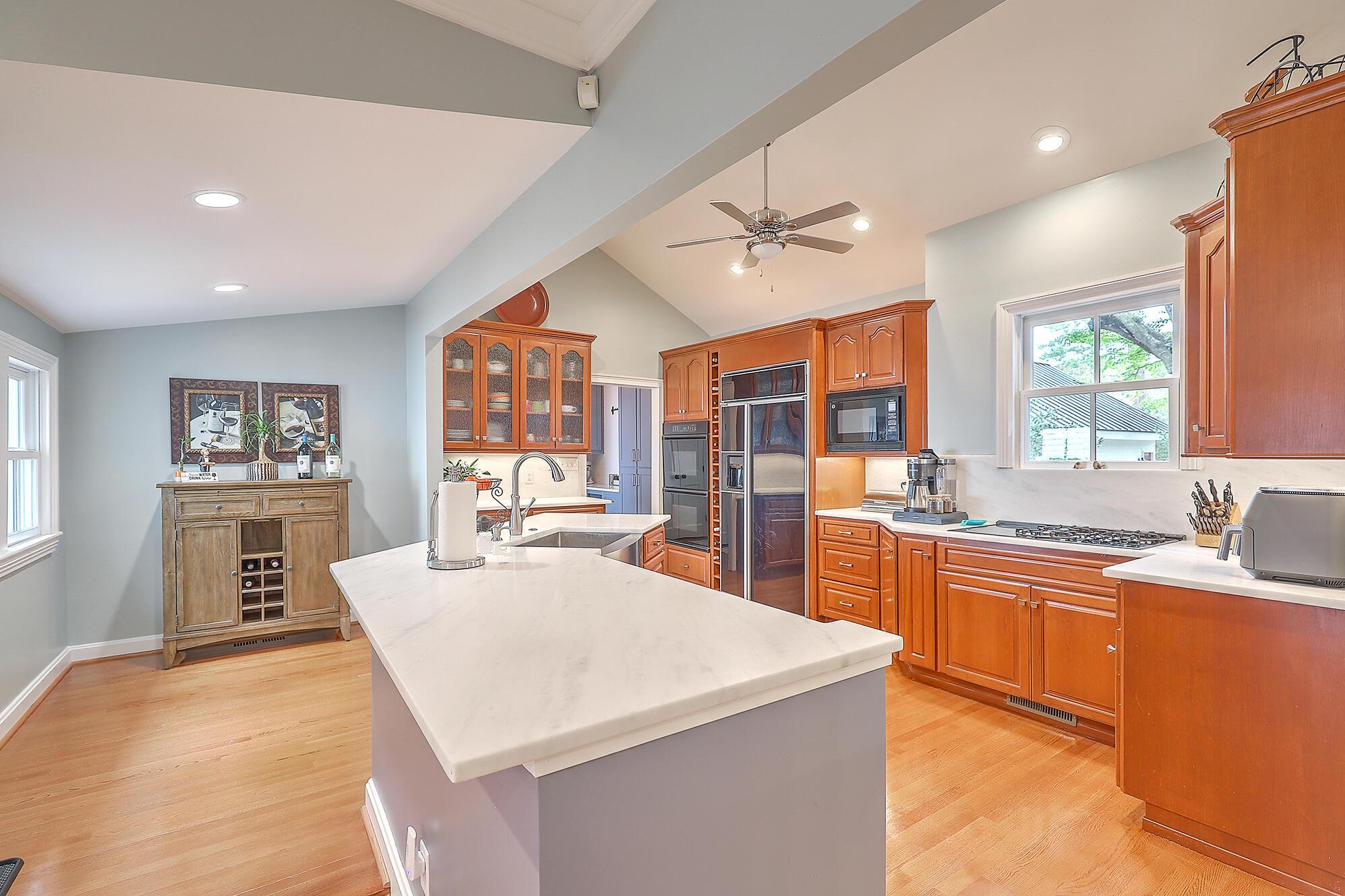 Summerville Homes For Sale - 102 Hickory, Summerville, SC - 48
