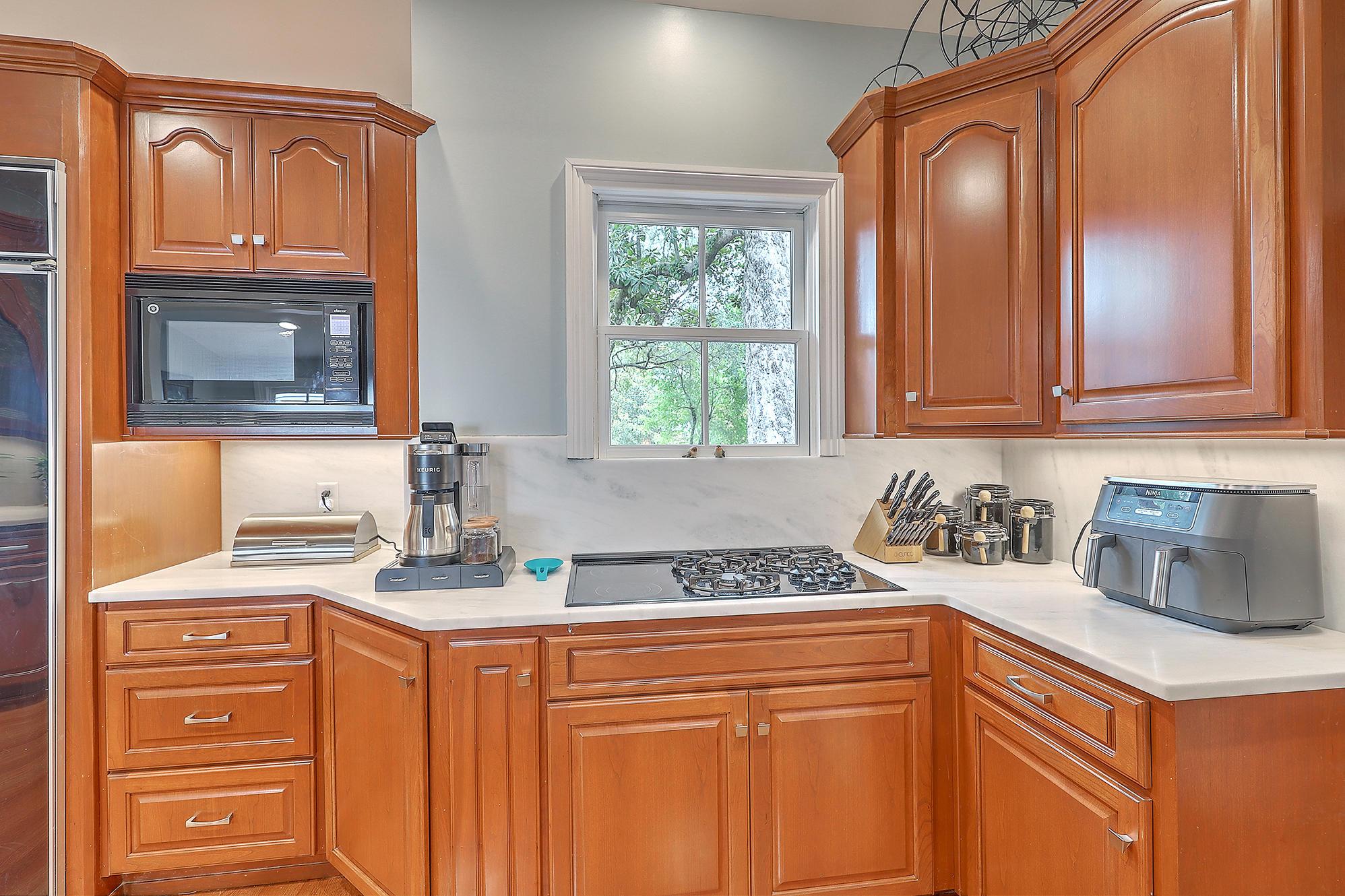Summerville Homes For Sale - 102 Hickory, Summerville, SC - 51
