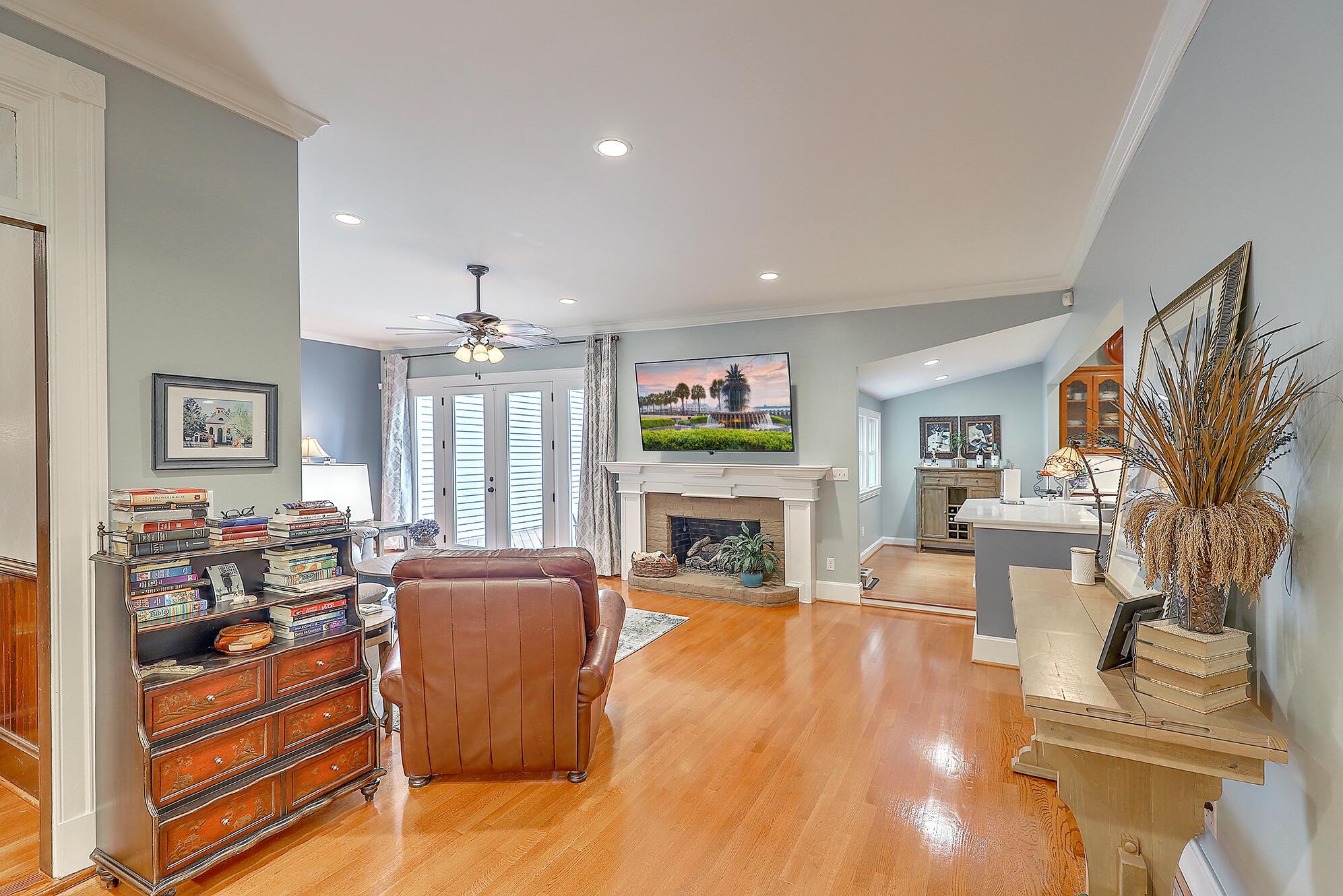 Summerville Homes For Sale - 102 Hickory, Summerville, SC - 58