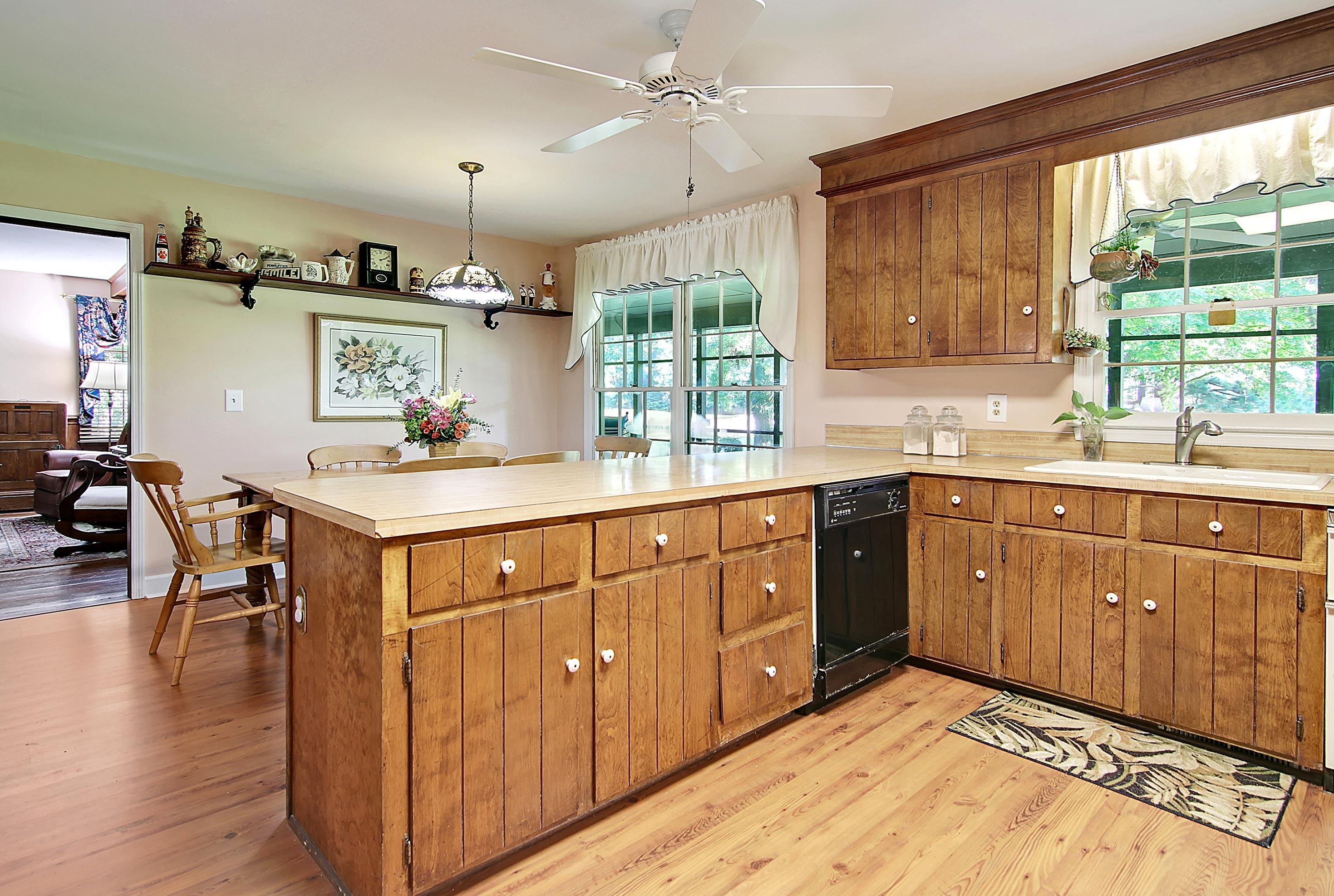 Snee Farm Homes For Sale - 913 Austin, Mount Pleasant, SC - 12