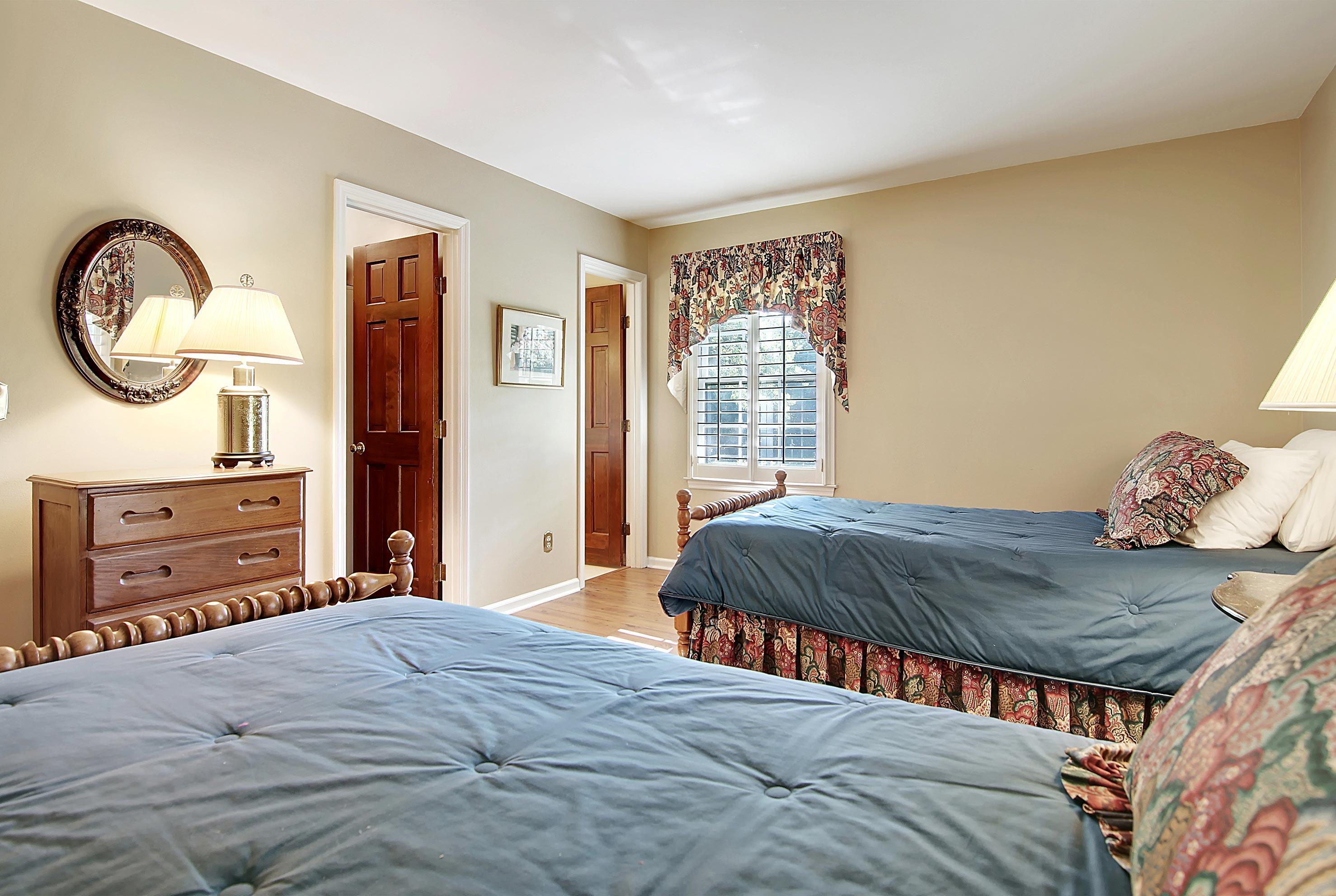Snee Farm Homes For Sale - 913 Austin, Mount Pleasant, SC - 1