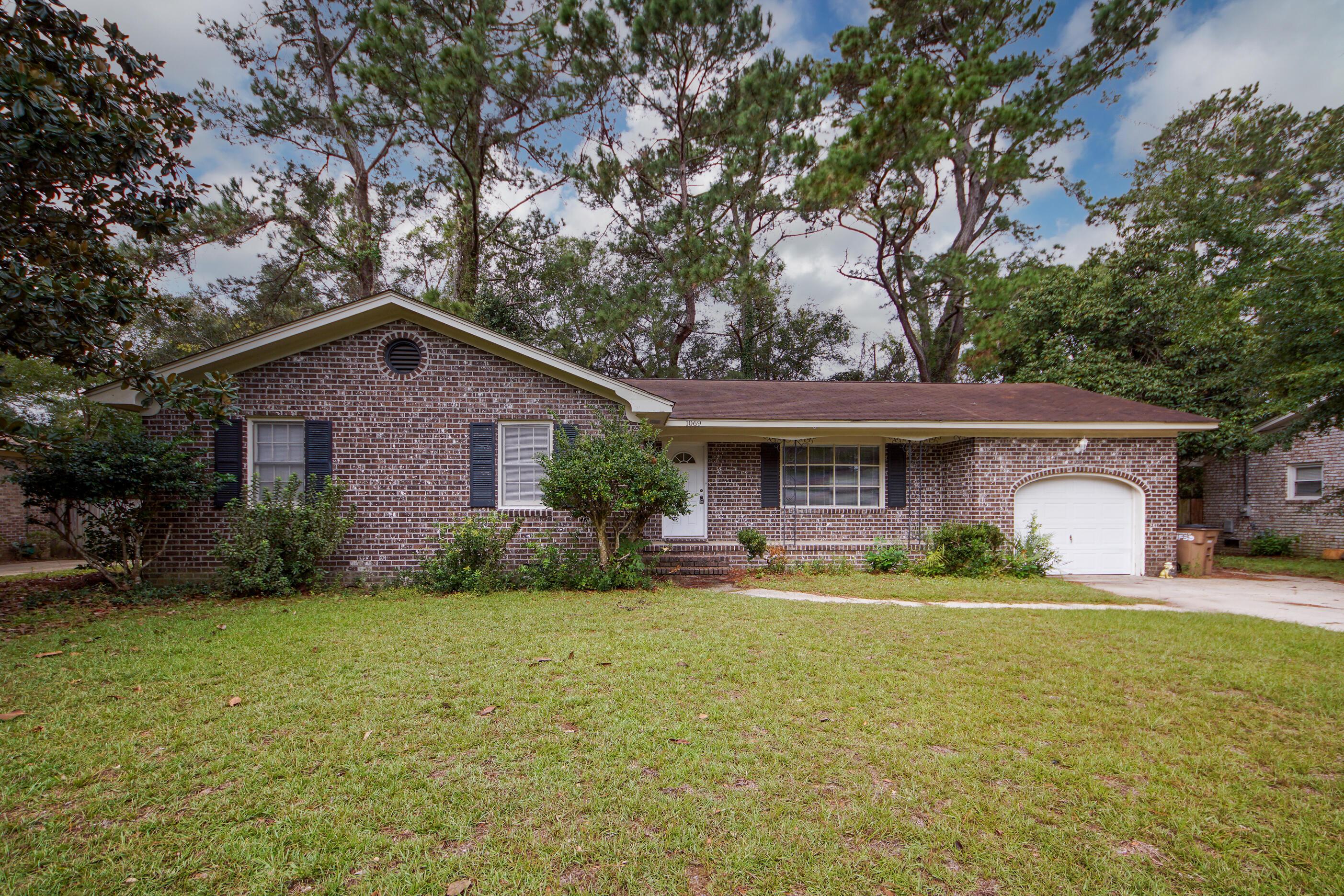 1069 Woodside Drive Charleston, SC 29412