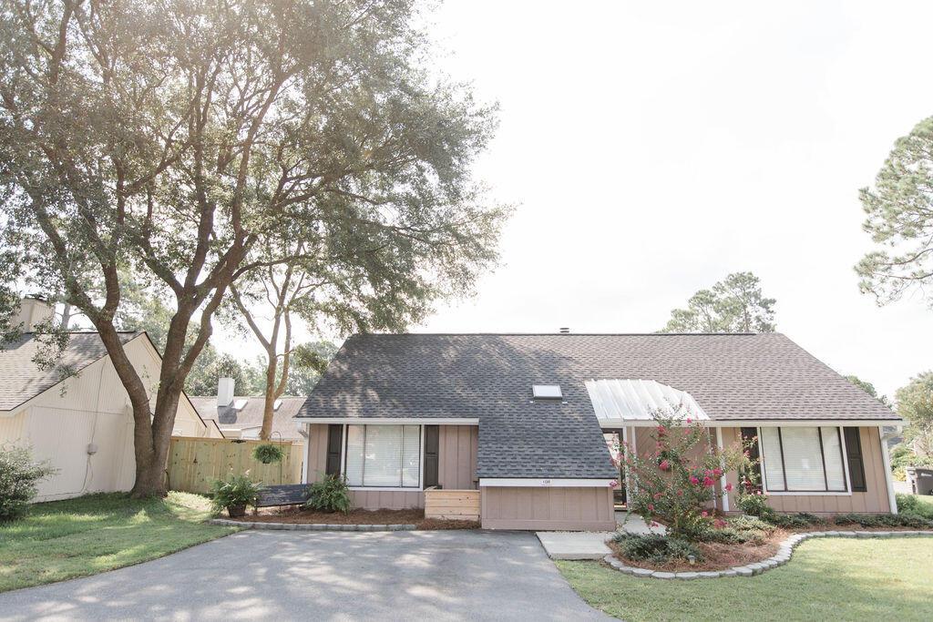 Snee Farm Homes For Sale - 1136 Honeysuckle, Mount Pleasant, SC - 50