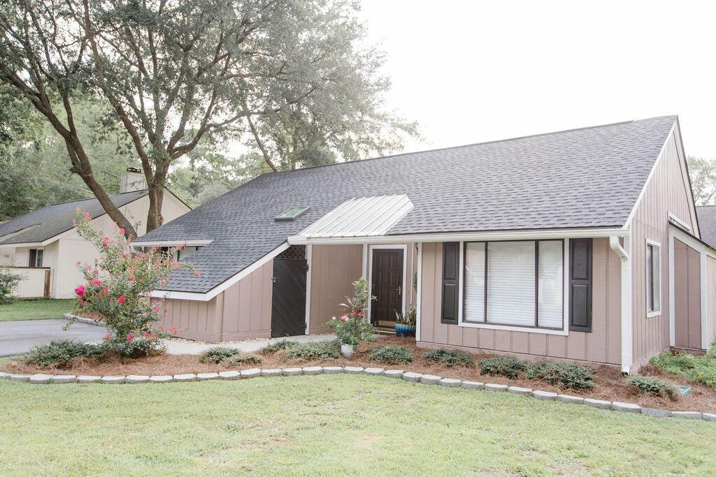 Snee Farm Homes For Sale - 1136 Honeysuckle, Mount Pleasant, SC - 12