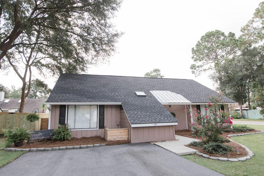Snee Farm Homes For Sale - 1136 Honeysuckle, Mount Pleasant, SC - 0