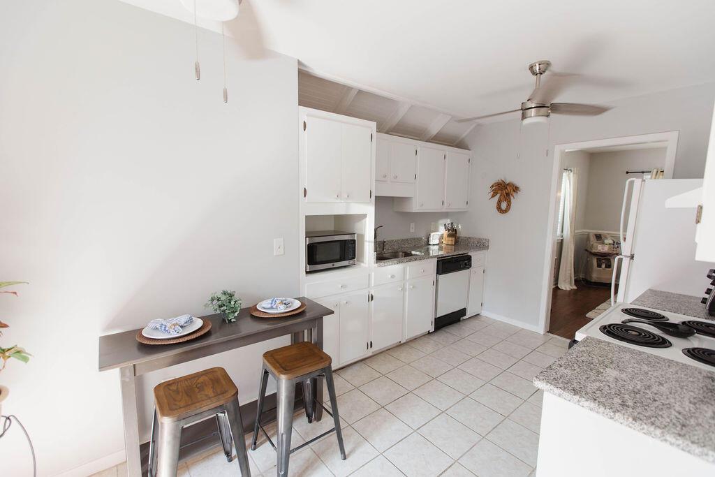 Snee Farm Homes For Sale - 1136 Honeysuckle, Mount Pleasant, SC - 35