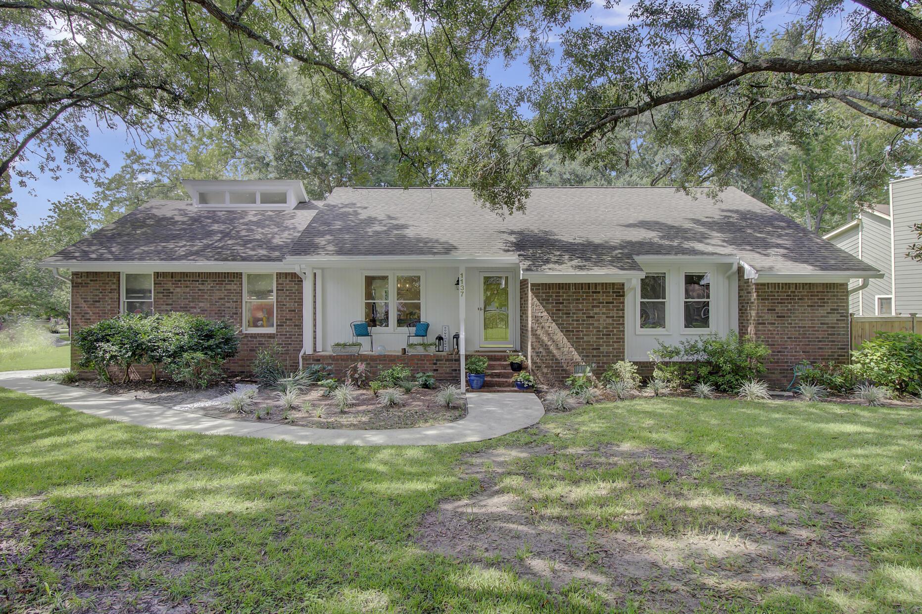 Snee Farm Homes For Sale - 1137 Parkway, Mount Pleasant, SC - 9