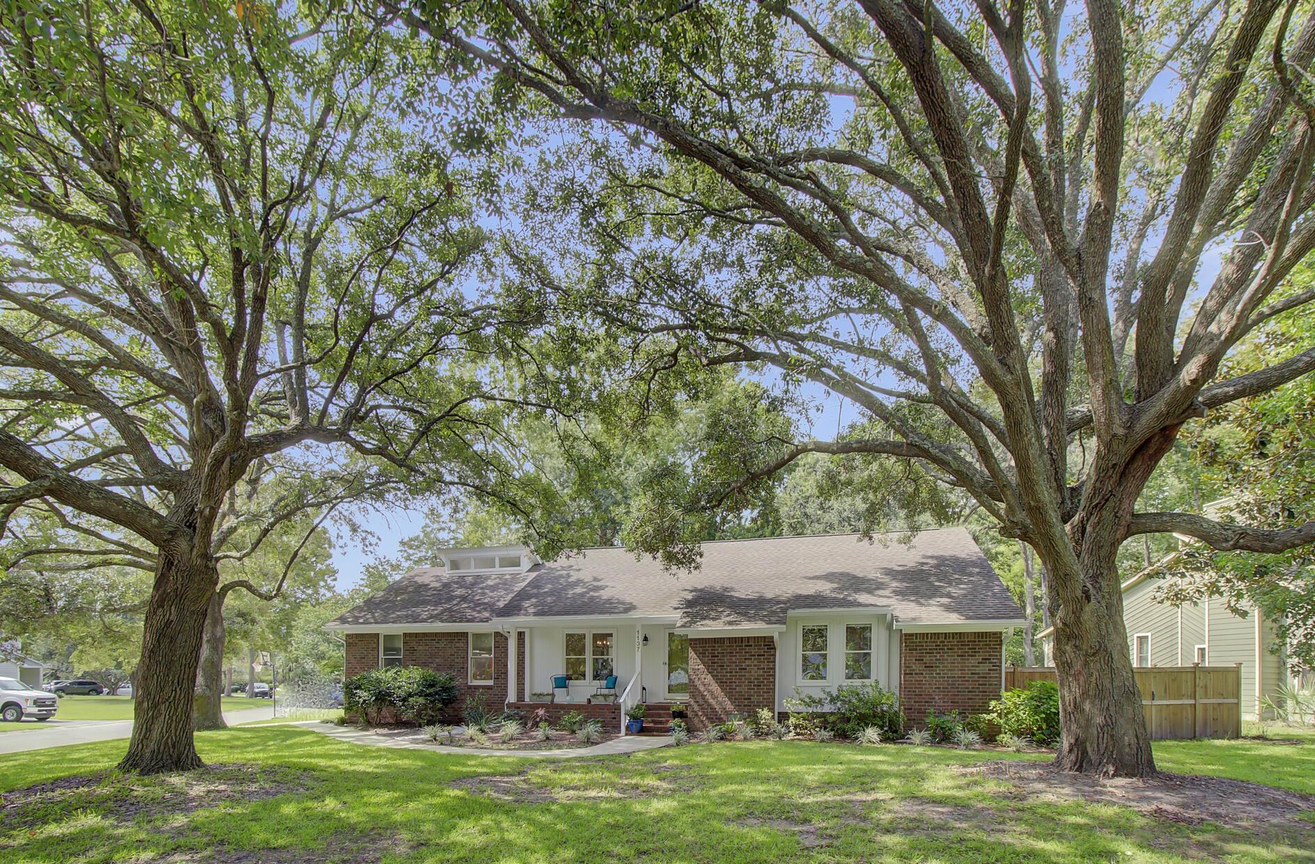 Snee Farm Homes For Sale - 1137 Parkway, Mount Pleasant, SC - 16