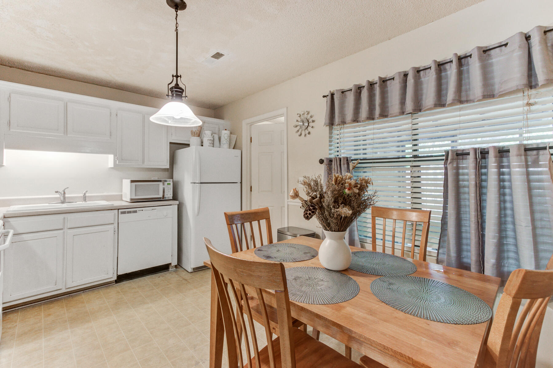 The Riverway Homes For Sale - 6244 Lucille, North Charleston, SC - 4