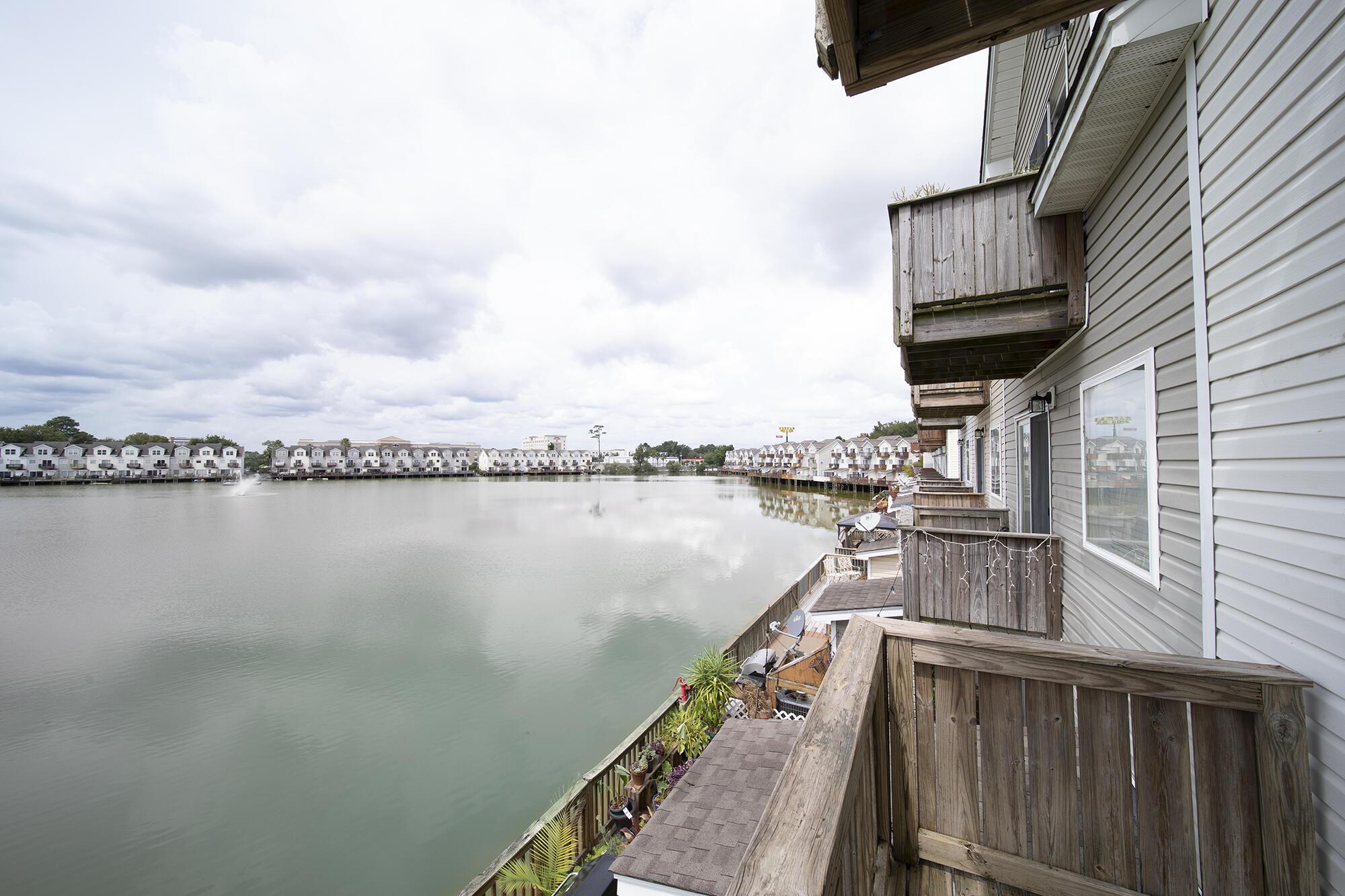 4917 Lake Palmetto Lane North Charleston, SC 29418