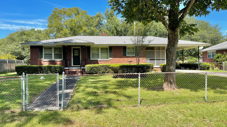 2918 Fernwood Drive North Charleston, SC 29406
