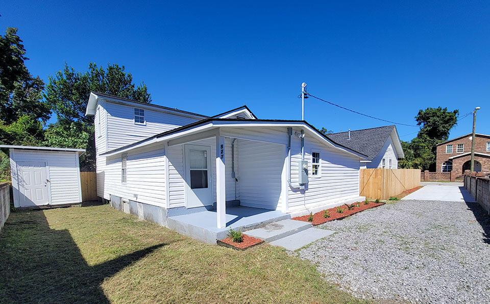 5827 Longleaf Avenue North Charleston, SC 29406