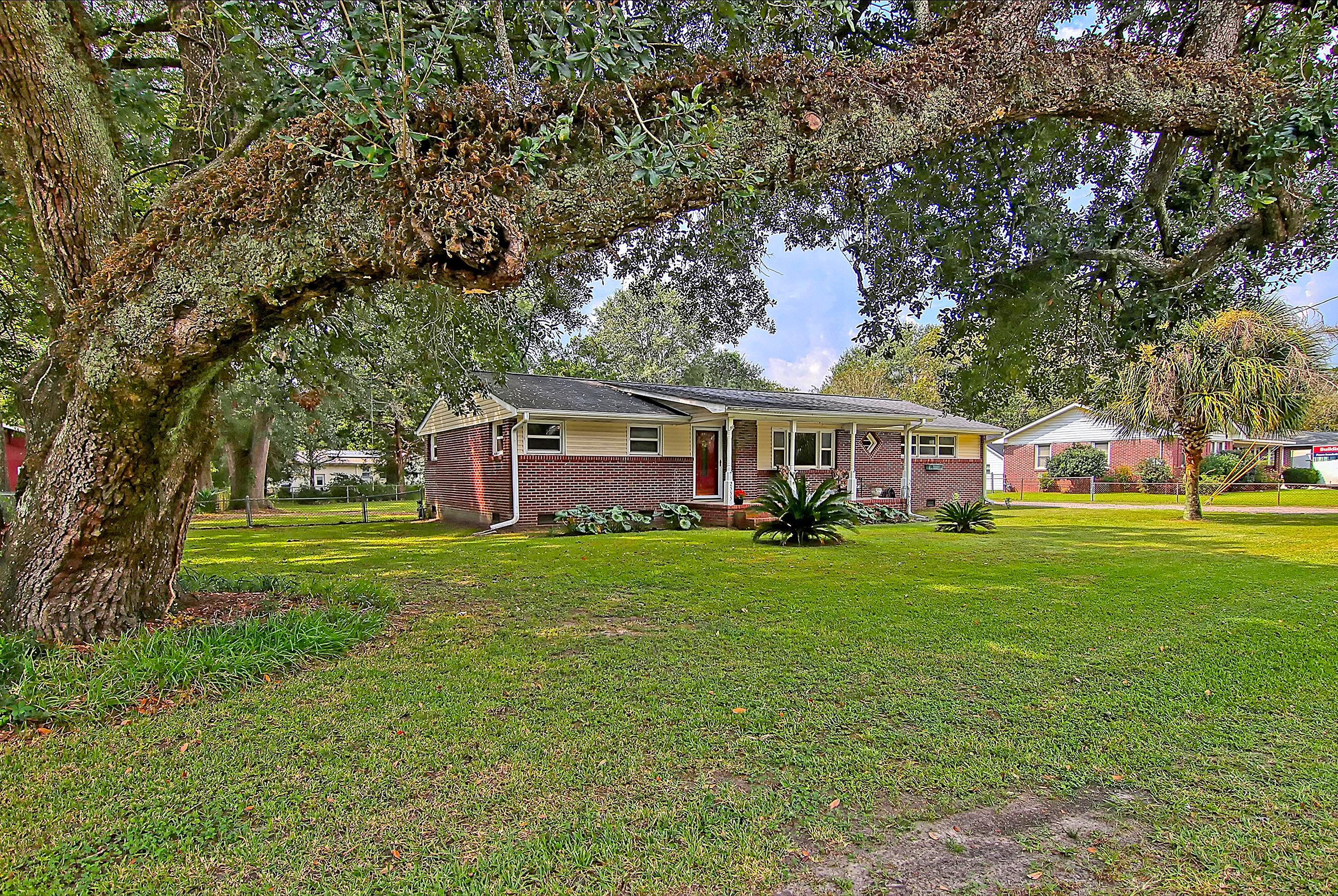 2555 Church Creek Drive Charleston, SC 29414