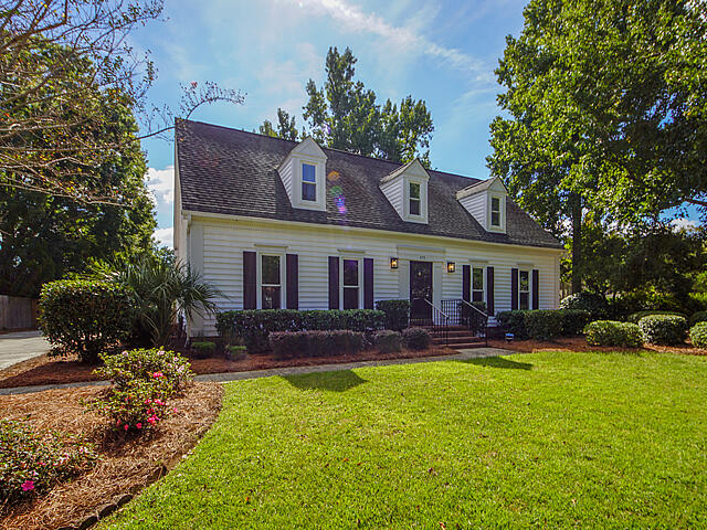 575 Hobcaw Bluff Drive Mount Pleasant, SC 29464
