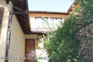 Casa En Ventaen Santiago, Macul, Chile, CL RAH: 18-24