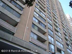 Departamento En Arriendoen Santiago, Santiago Centro, Chile, CL RAH: 18-26