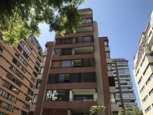 Departamento En Ventaen Santiago, Las Condes, Chile, CL RAH: 18-35