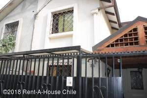 Casa En Ventaen Santiago, Peñalolen, Chile, CL RAH: 18-70