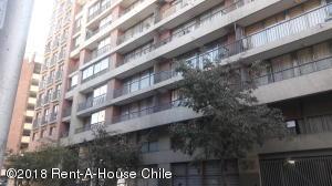 Departamento En Arriendoen Santiago, Santiago Centro, Chile, CL RAH: 18-72