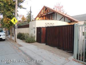 Casa En Ventaen Santiago, Lo Barnechea, Chile, CL RAH: 18-78