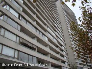 Departamento En Arriendoen Santiago, Las Condes, Chile, CL RAH: 18-81