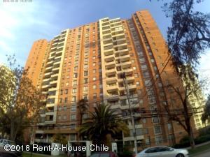 Departamento En Ventaen Santiago, Macul, Chile, CL RAH: 18-94