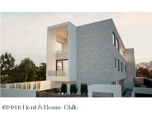 Casa En Ventaen Santiago, Nuñoa, Chile, CL RAH: 18-95