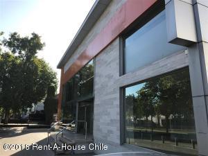 Edificio En Arriendoen Santiago, Vitacura, Chile, CL RAH: 18-117