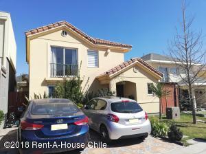 Casa En Ventaen Santiago, Peñalolen, Chile, CL RAH: 18-140