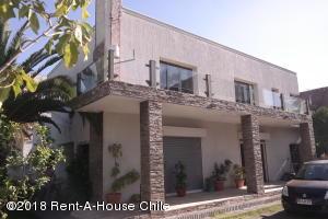 Casa En Ventaen Santiago, Nuñoa, Chile, CL RAH: 18-165