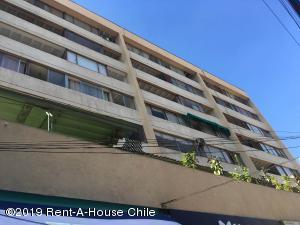 Departamento En Arriendoen Santiago, Providencia, Chile, CL RAH: 19-42