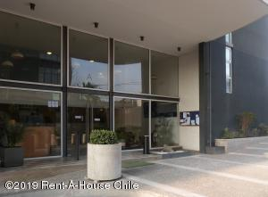 Departamento En Arriendoen Santiago, Macul, Chile, CL RAH: 19-105