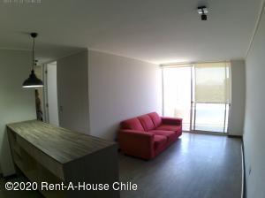 Departamento En Arriendoen Santiago, San Miguel, Chile, CL RAH: 20-3