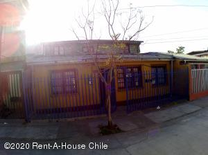 Casa En Ventaen Santiago, Recoleta, Chile, CL RAH: 21-5